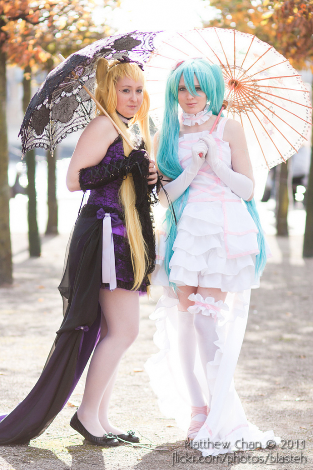 Dark Miku and Miku (vocaloid)