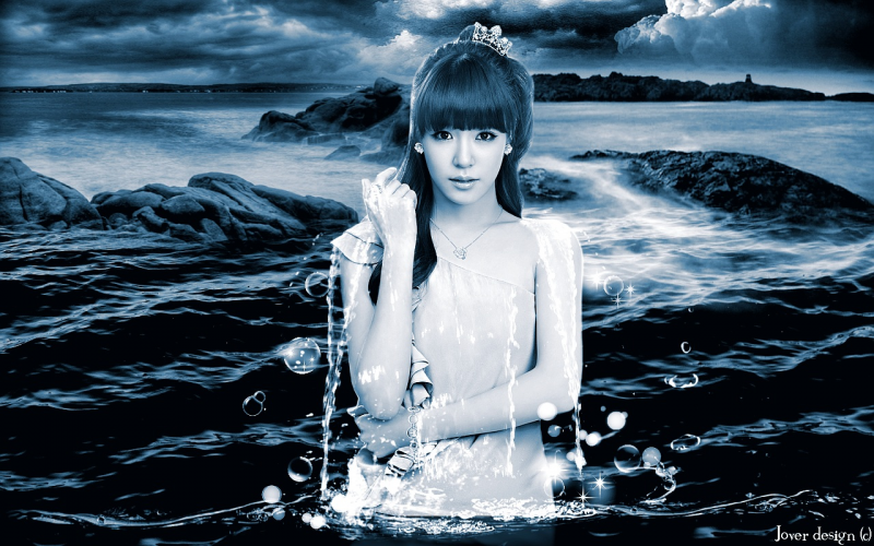 Tiffany in water